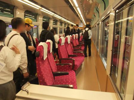 121026_skytreetrain_seats2_450.jpg